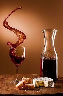 Momento de sublimação... queijo e vinho.