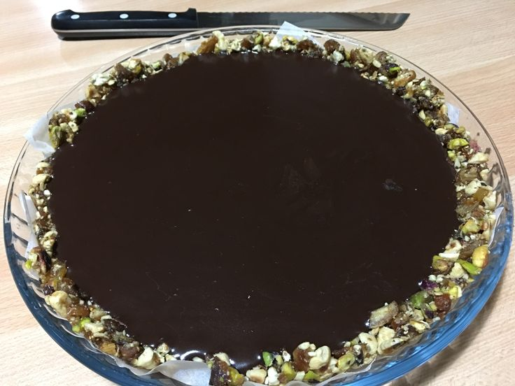 Τάρτα σοκολάτας με χουρμάδες και ξηρούς καρπούς at cooklos.gr
