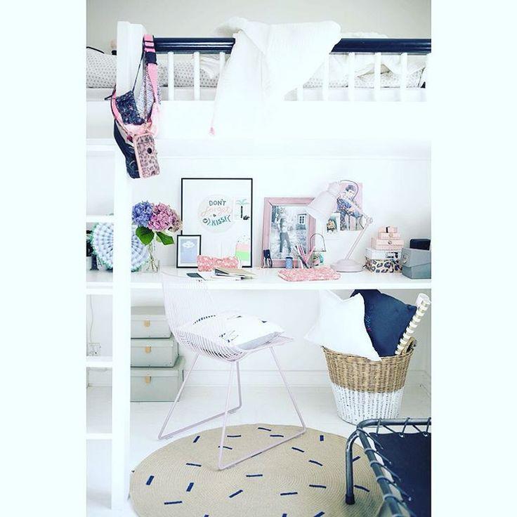 Round carpet Sticks. http://www.fermliving.com/webshop/shop.aspx?eComSearch=True&ID=14&eComQuery=Round+Carpet