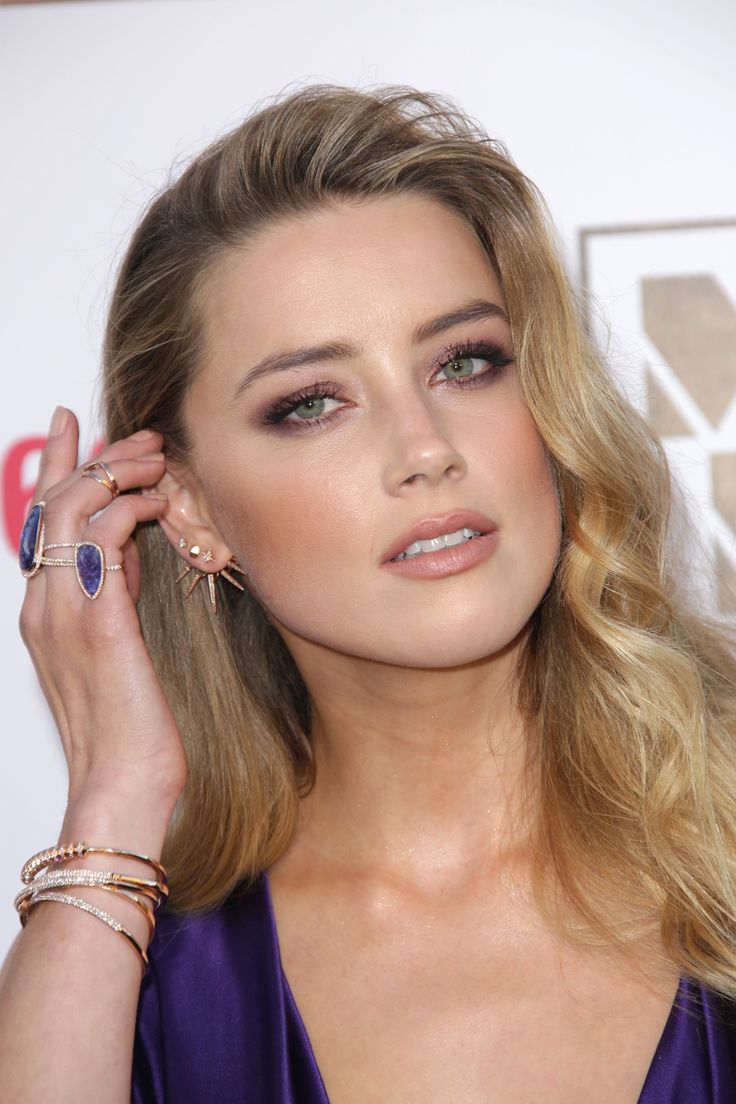 Mismatched jewellery sets work when you layer them like Amber Heard.