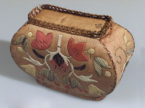 Box  Media/Materials:     Birchbark, porcupine quills, dye/dyes  Object Type:     Made-for-Sale items and Souvenirs  Date Created:     circa 1900  Catalog Number:     12/9890  Data Source:     National Museum of the American Indian