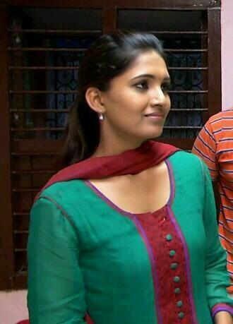 Vani Bhojan Profile Vani Bhojan alies Sath...