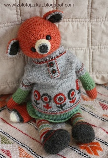 darling knitted bear... Just love the outfit!