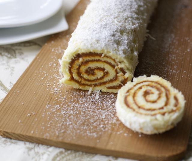 brazo de reina - dulce de leche roll cake from En Mi Cocina Hoy