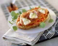 bruschetta à la tomate, au jambon de parme et à la mozzarella