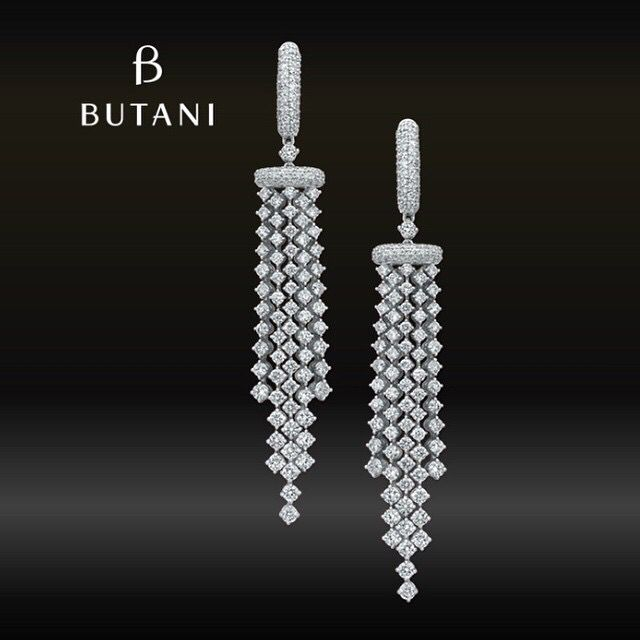 The Jazz age of 1920s brought us glitz and glamour till today. The style of the ever popular diamond tassel earrings is a living proof of the golden age #Butani #ButaniJewellery #earrings #diamonds