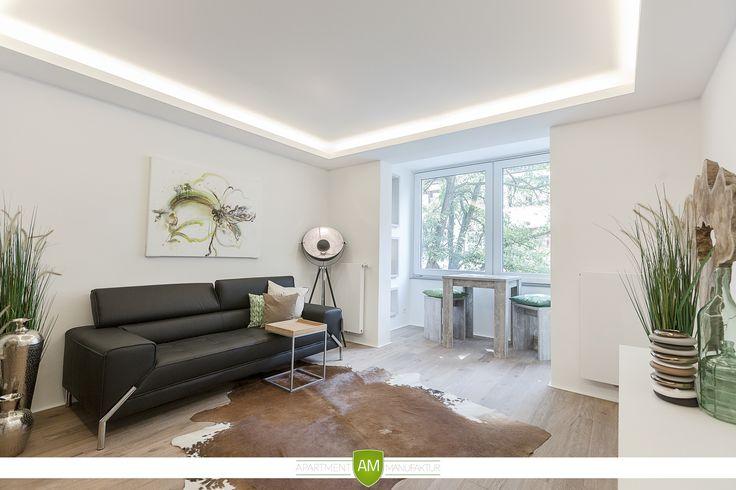 Die indirekte Deckenbeleuchtung umrahmt den Wohnraum und lässt sich passend zu jeder Stimmung dimmen.