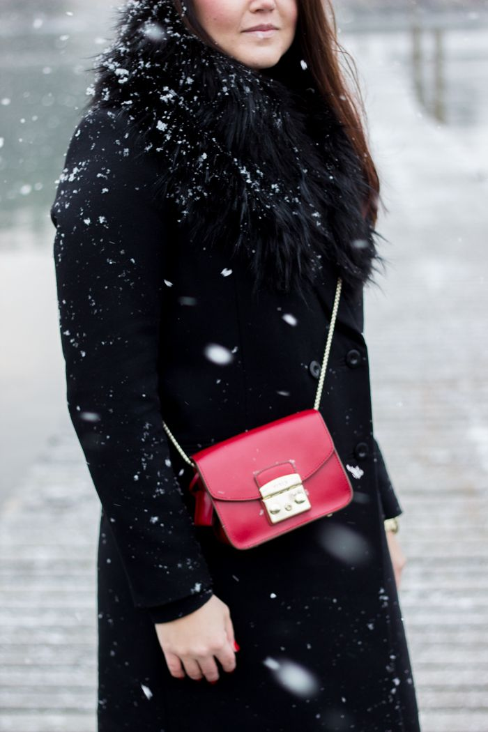 Furla Metropolis red Cabernet & black fur collar / Livin up a notch -blog