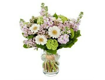 Lieflijk boeket  Zacht gekleurd boeket van diverse bloemen en groen.verkrijgbaar bij www.bloemenweelde-amsterdam.nl