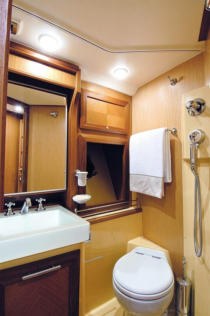 Internal view Mochi Craft - Dolphin 44' #yacht #luxury #ferretti #mochi