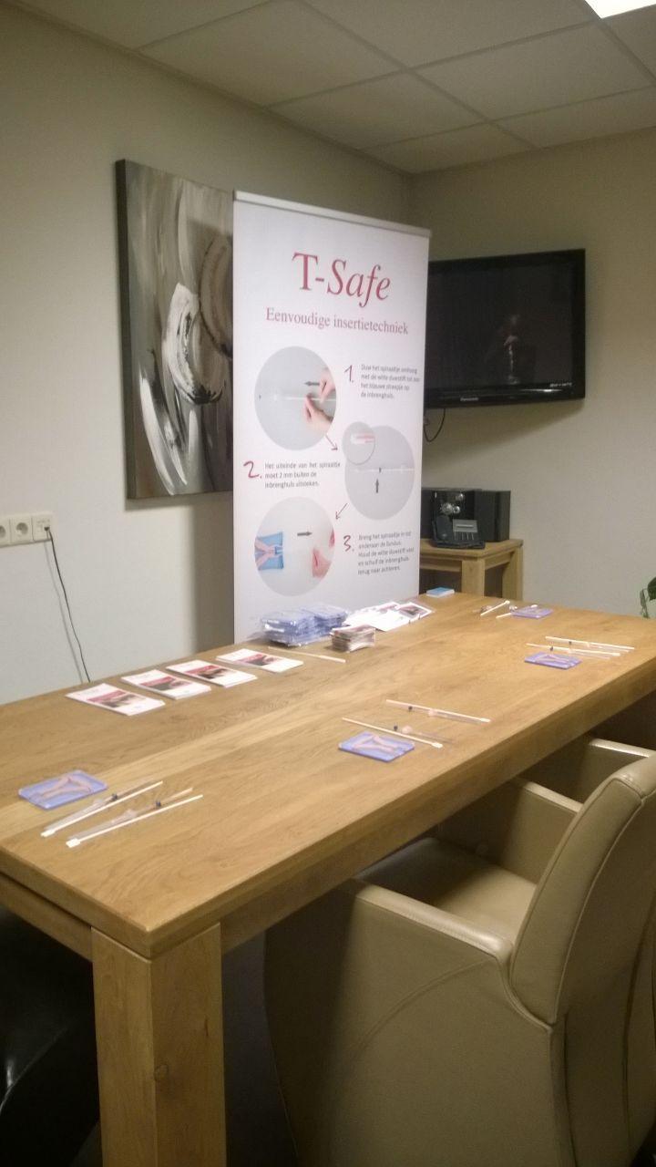 Op 19 en 26 November was het T-Safe team ook aanwezig in Vriezeveen voor het geven van de T-Safe insertie instructie. Bij deze geaccrediteerde IUD training waren een twintig tal enthousiaste verloskundigen aanwezig. Het was een leuke en vooral leerzame avond!