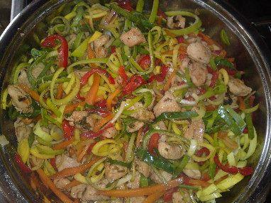 Čína s čerstvou zeleninou