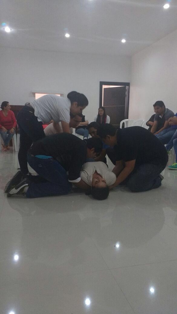 Realizar un curso de primeros auxilios con el personal.