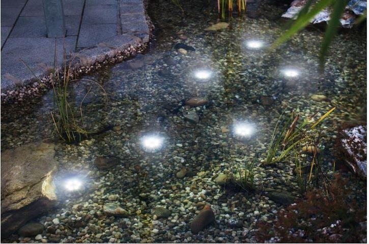 Faretti ad energia solare a led immergibili in acqua per dare un effetto speciale al tuo laghetto.. Non perdere l' occasione, entra su www.acquisti-solari.it e scopri tutti i prodotti..