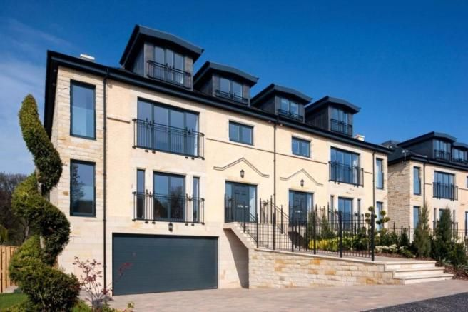 5 Bedroom Semi Detached House For Sale In Townhouses At Suffolk