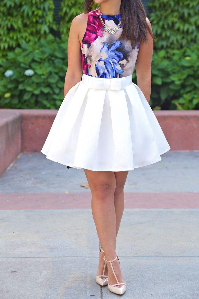 mini vestido, blusa estampada + saia branca armada e lisa