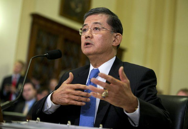 Veterans Secretary Eric Shinseki defends bonuses despite patient deaths and disability claims backlogs | WashingtonExaminer.com