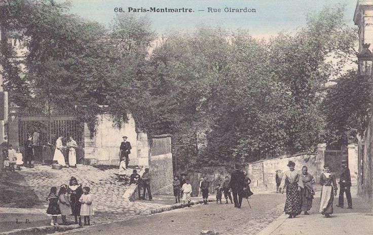 rue Girardon - Paris 18ème - La rue Girardon envahie par les petits poulbots, à côté du Château des Brouillards, vers 1900.