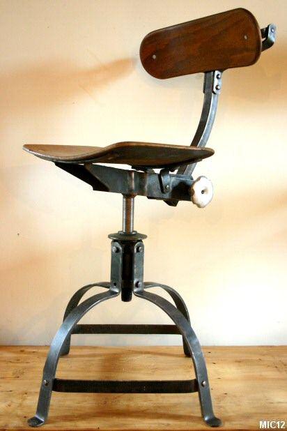 Chaise d 39 atelier en acier brut vers 1950 multiplis de for Chaise reglable en hauteur