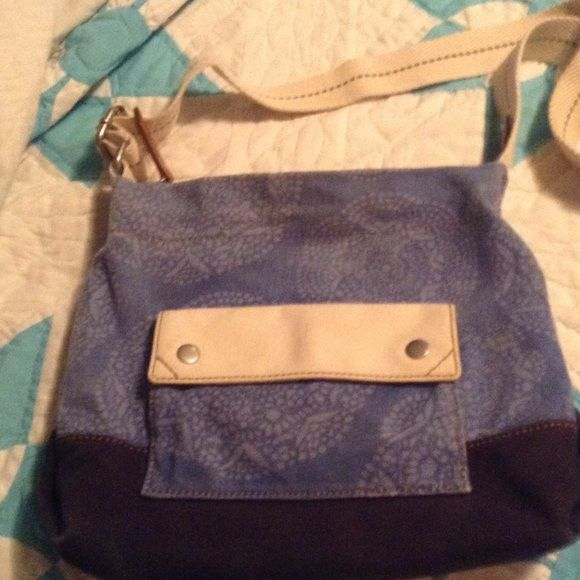 Fossil purse Awesome Fossill purse, great shape, adjustable 44 inch strap. Fossil Bags