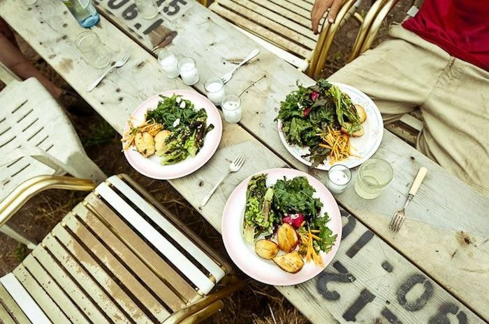Dinner at Beetlebung Farm, GardenistaEndless Summer, Gabriela Herman, Tables Meals, Awesome Ideas, Beetlebung Farms, Dinner Tables, Farms Tables, Planks Tables, Outdoor Eating
