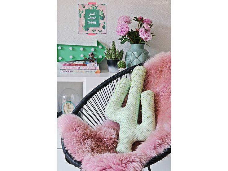 10.cuscino-cactus-verde-pois-tappeto-rosa-pelo-lungo