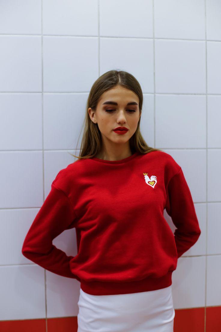 новогодний красный укороченный свитшот под юбки и брюки с посадкой на талии, дизайнерская одежда, подарок девушке, НГ 2017, символ 2017, сердце, петух