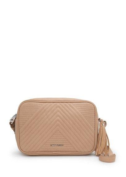 MANGO tas met doorgestikt patroon en kwastje. afneembare lange schouderband en ritssluiting aan de bovenkant.  #damestas #ladybag #purse