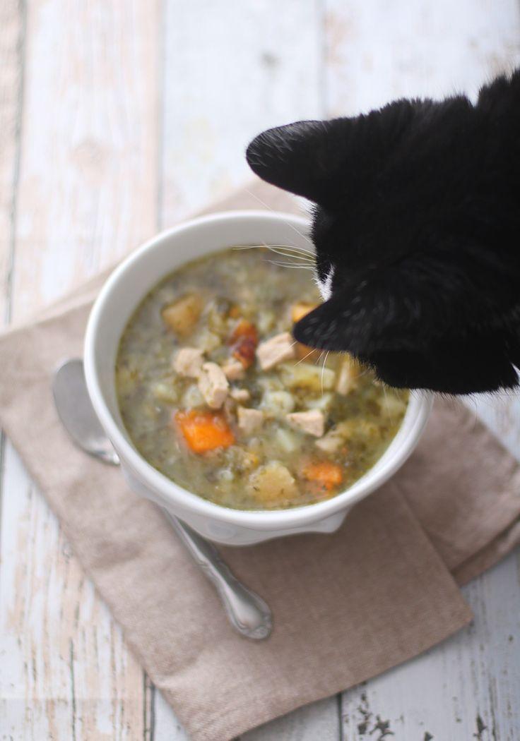 Oppskrift: (3 porsjoner) 500 g ytrefilet av svin 1 frossen pose (750 g) lapskausblanding 2 frosne spinatputer (kan sløyfes) 2 ts maizenna rørt ut i kaldt vann 4-5 dl vann/buljong salt og pepper Skjær svinefilet i små terninger og stek i en kjele et par minutter med litt salt og pepper. Tilsett vann eller buljong og la det koke opp med litt maisenna blandet ut i kaldt vann (for å tykne lapskausen). Ha oppi grønnsaksposen når det koker, skru ned temperaturen og la alt trekke i 4-5 minutter.