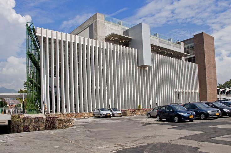 Universidad EAFIT - Acabados del edificio de Ingeniería  y Gimnasio de la universidad. Año de construcción: 2011Ciudad: Medellín, Antioquia, Colombia. Cliente: Universidad Eafit