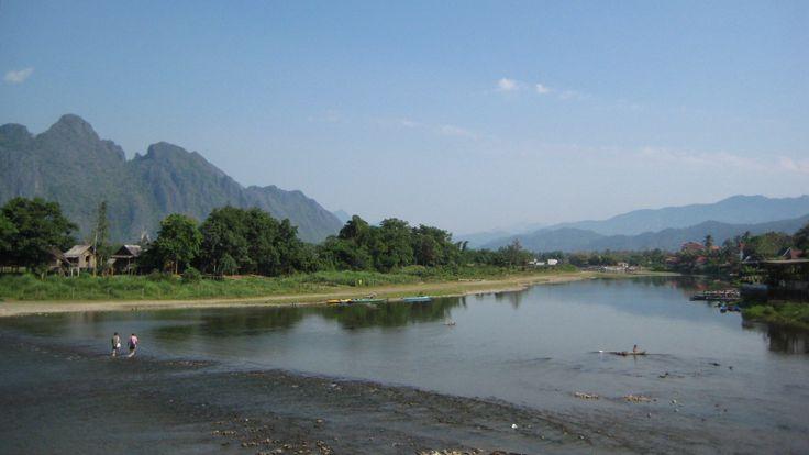 Vang Vieng (par Alex Schwab). En savoir plus: http://voyager-au-laos.com/sites-a-visiter/vang-vieng
