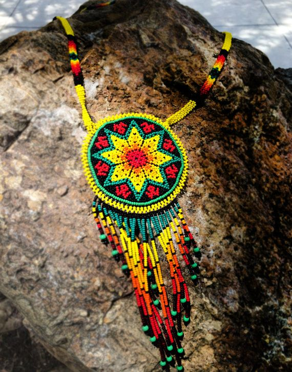 Collar de Huichol por Niktee en Etsy