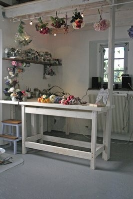 344 best images about love a good flower shop on pinterest for Flower shop design layouts