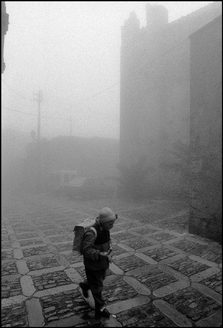 Ferdinando SciannaItaly, Sicily, Erice. 1987 © Ferdinando Scianna/Magnum Photos