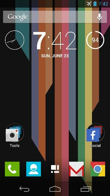 A custom  Android Jelly Bean home screen using Apex Launcher and the Minimal UI Icon Pack.