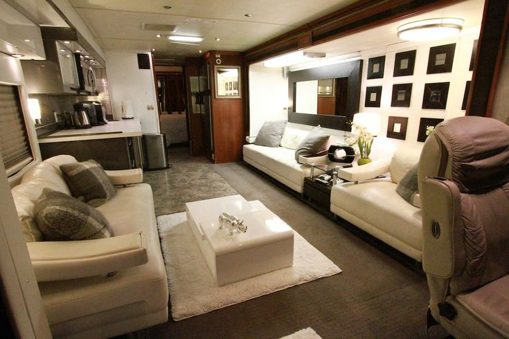 Inside gwen stefani 39 s plush living room on her bus love for S carey living room tour