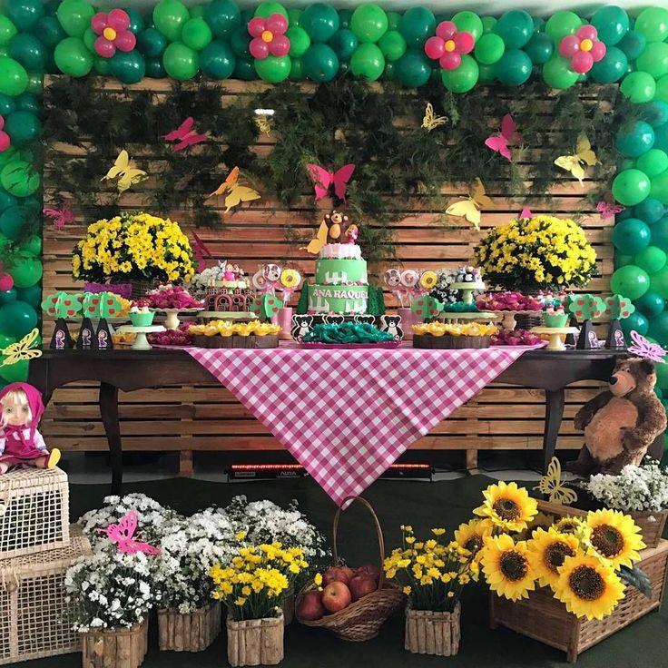"""35 curtidas, 1 comentários - Papelamô (@papelamo) no Instagram: """"Mais uma linda festa decorada por @decorbynai com nossa papelaria da Masha e o Urso. #mashaeourso"""""""