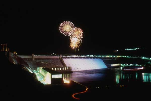 The Grand Coulee Dam has the best laser light show on earth.