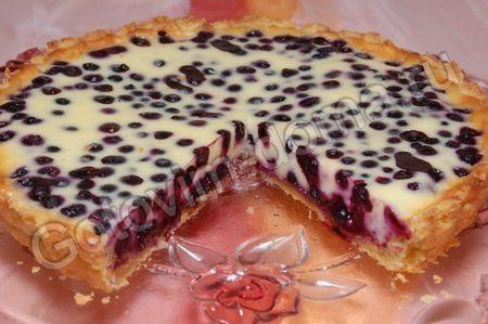 Пирог открытый с ягодами из слоеного теста
