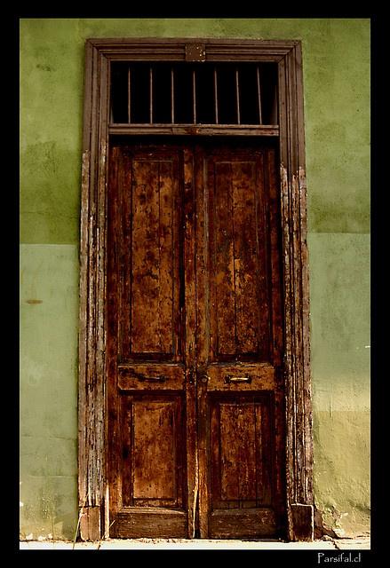 old wooden door  Barrio Bellavista, Santiago
