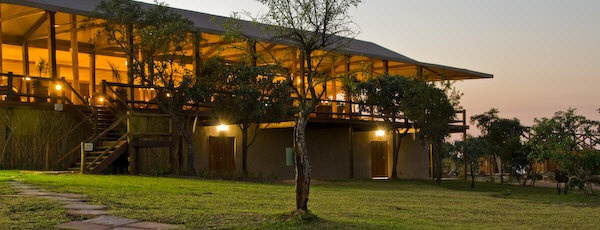 Nkambeni tented camp dinning room and bar area.