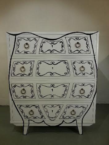 komoda z lat 70' o wysokim połysku malowana ręcznie http://dwiebaby.pl/zrealizowane-projekty/