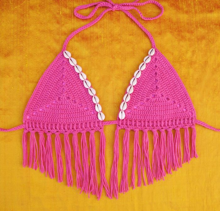 Free Crochet Pattern: Sand Dollar Bikini Top. Sizes XS-XL. | Gleeful Things ༺✿ƬⱤღ http://www.pinterest.com/teretegui/✿༻