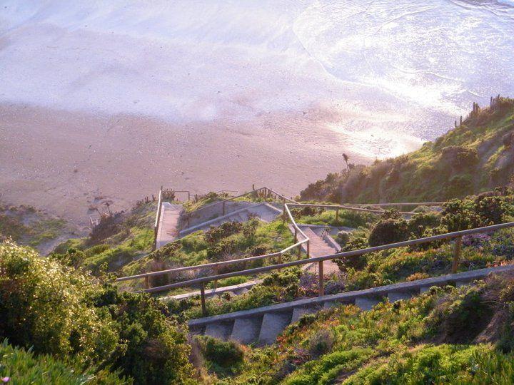 Escaleras para bajar a la Playa Aguas Blancas