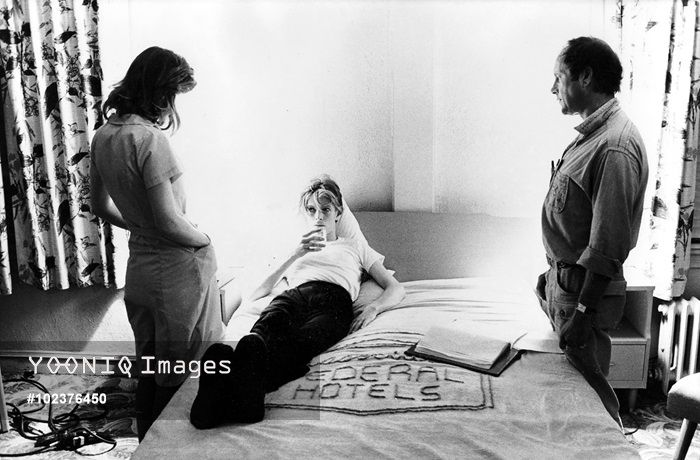 Candy Clark, Nicolas Roeg and David Bowie off set. The Man Who Fell to Earth, 1976 (EMI/Kobal Collection),