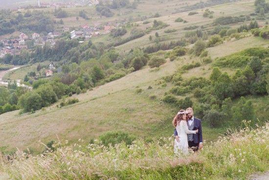 natural, love, rustic photo session at mountains, love, wedding photo session, details, dodatki na ślub, sesja w plenerze, sesja ślubna w górach, miłość, cudna para młoda, rustykalne, bosa pani młoda, judyta marcol fotografia,