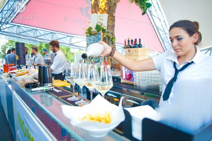 L'evento si è svolto presso il #CasaBianca di #Jesolo, uno dei luoghi più frequentati dai #giovani, ma anche dai turisti, modaiolo e groovy. L'atmosfera è quella di un #lounge #bar, con un elegante giardino al piano terra ed una grande terrazza al primo piano: il luogo ideale per soddisfare la voglia di #buon #gusto!
