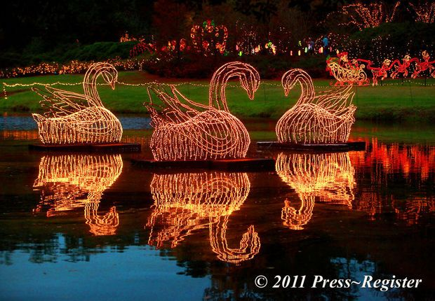 3 Million Christmas Lights Attract Families To Bellingrath