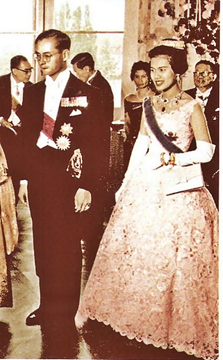 Our Beloved King And Queen Long Liveking Queenqueen Sirikitbhumibol  Adulyadejhistorythailandfatherfamiliesqueens