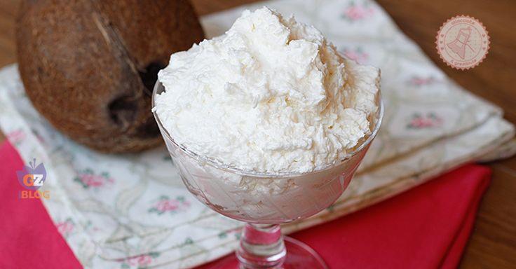 La crema al cocco senza cottura una ricetta golosissima, fresca e velocissima da preparare che potrete usare sia come dolce al cucchiaio che come farcitura